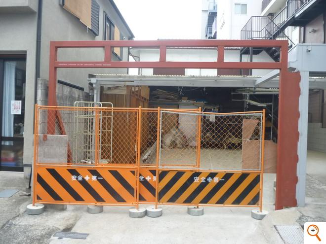 シャッター工事Under Construction