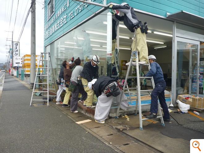 ショーウィンドウ大板ガラスUnder Construction
