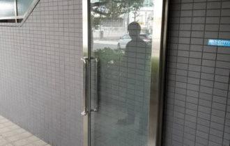 エントランスガラス割れ替え工事