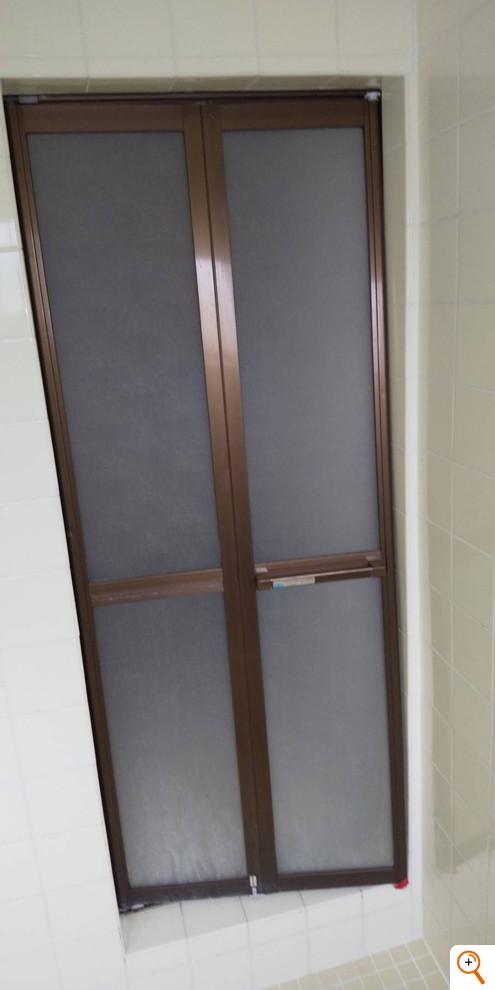 浴室中折れドア